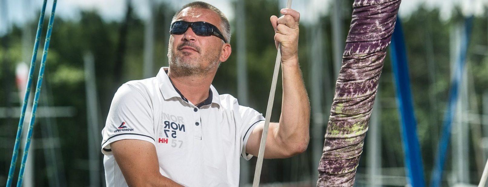 How does Zbigniew Gutkowski sail?