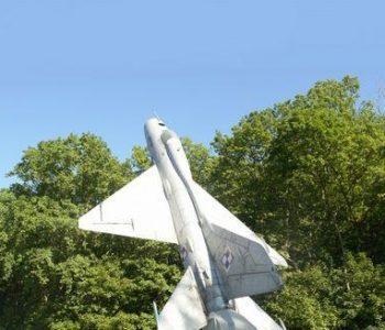 Babie Doły: pomnik z samolotem MiG-21