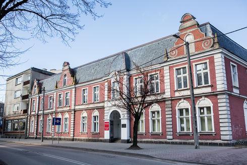 Budynek Miejskiej i Powiatowej Biblioteki Publicznej im. Janusza Żurakowskiego w Kartuzach
