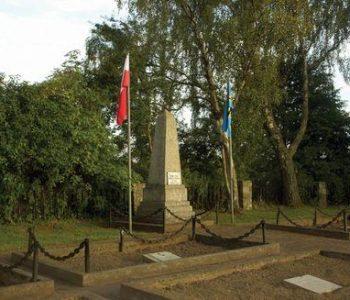Chłapowo: cmentarz poległych 1945
