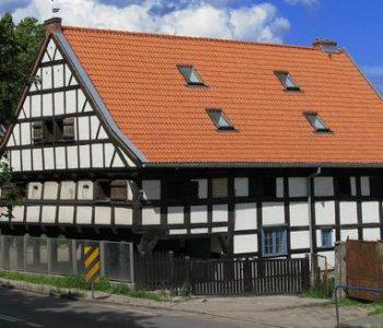 Dom podcieniowy Lwi Dwór
