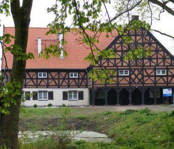 Dom podcieniowy w Miłocinie