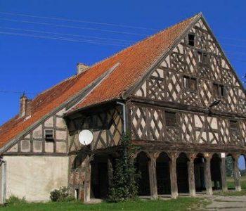 Dom podcieniowy we wsi Klecie