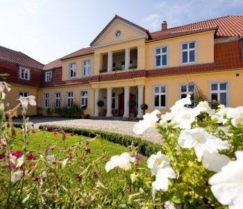 """The """"Six Oaks"""" Manor in Prusewo"""