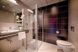 focus hotel premium gdansk bathroom copy
