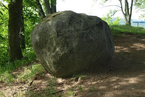 Kamień Królewski w Ostrzycach