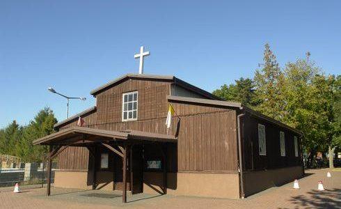 Kosakowo: kościół w baraku z lotniska Babie Doły