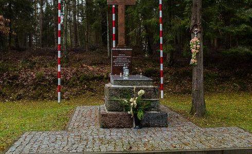 Miejsce stracenia i pochowania ofiar terroru w Kaliskach k/Kartuz