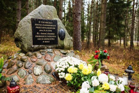 Miejsce zamordowania Ks. Arasmusa w Kiełpinie