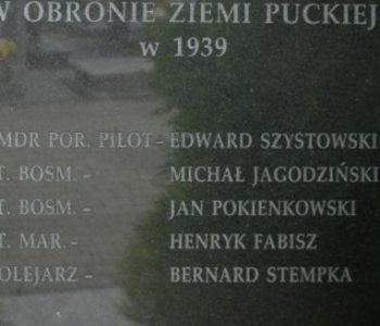 Mogiła i pomnik poległych lotników Morskiego Dywizjonu Lotniczego