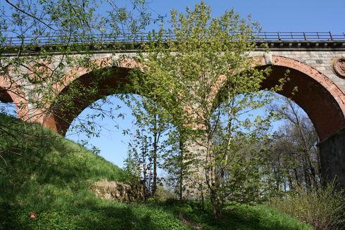 Most nad Borują
