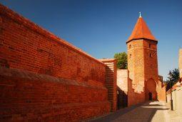 mury obronne w leborku