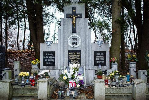 Nagrobek w hołdzie pomordowanym bohaterom Kartuz i powiatu w latach 1939-45