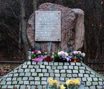 Obelisk – Miejsce Straceń 6 mieszkańców Ziemi Kartuskiej w Łapalicach