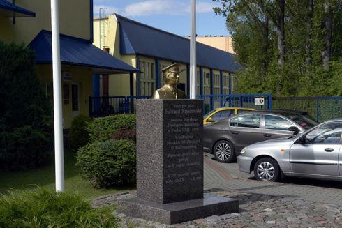 Pomnik kmdr. por. pilota Edwarda Szystowskiego