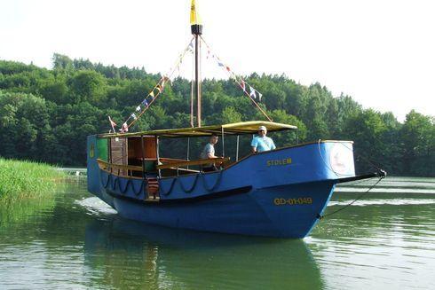Rejsy statkiem po jeziorze Ostrzyckim