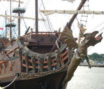 Rejsy z Gdyni po porcie i Zatoce Gdańskiej. Rejsy  z Ustki po morzu otwartym – galeon Dragon.