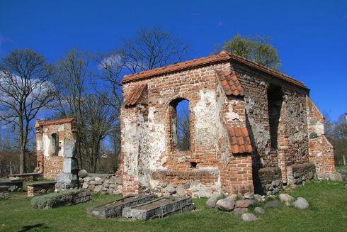 Ruiny gotyckiego kościoła w Rumi