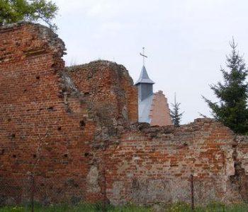 Ruiny kościoła pw. Św. Piotra i Pawła w Wocławy