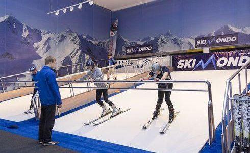 Sztuczny stok narciarski pod dachem