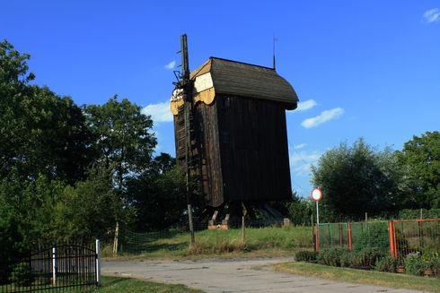 Wiatrak typu koźlak w Drewnicy