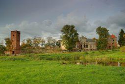 zamek kiszewski calosc widziana z poludnia