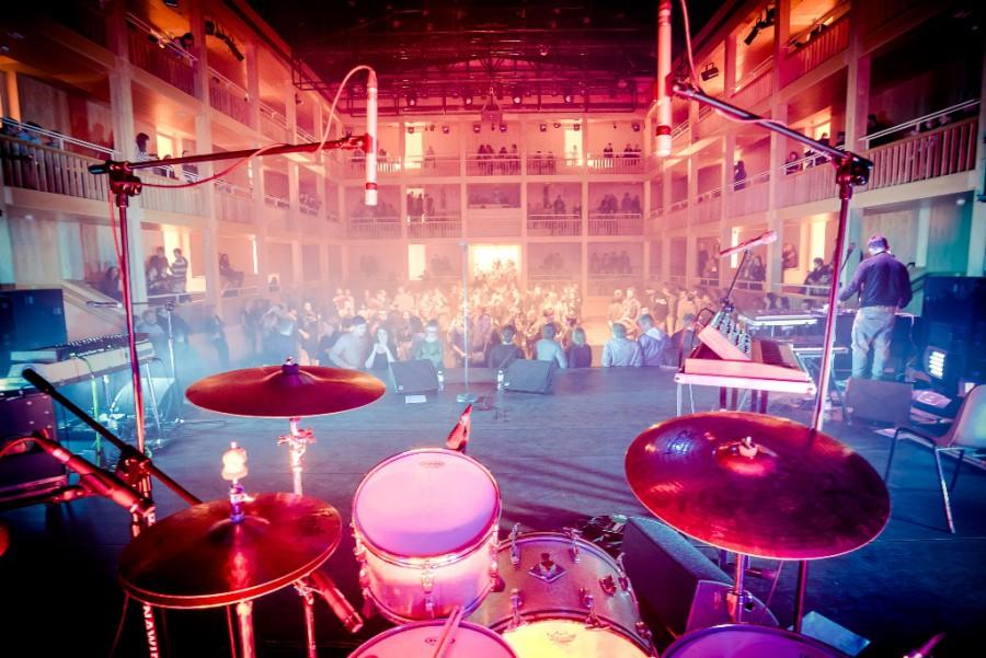 Gdański Teatr Szekspirowski gości na swej scenie nie tylko aktorów. Regularnie jest też miejscem koncertów artystów z całego świata.