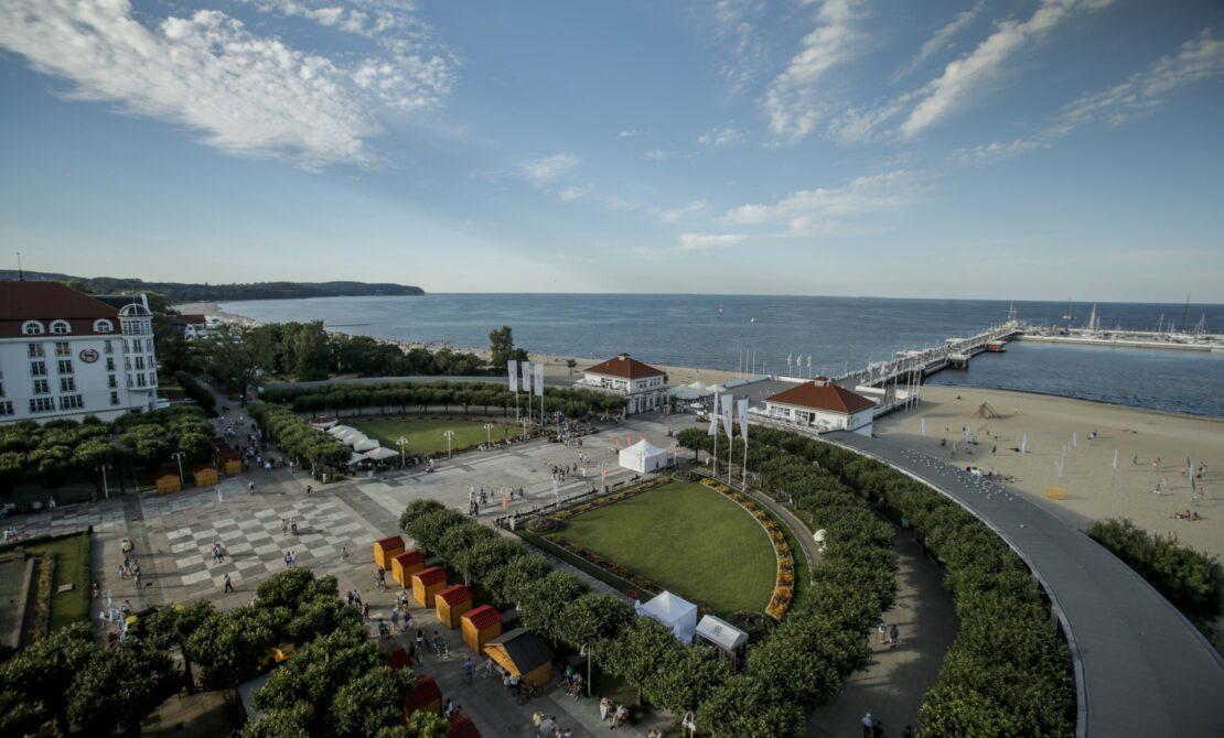 Molo w Sopocie, widok z latarni morskiej, fot. pomorskie.travel