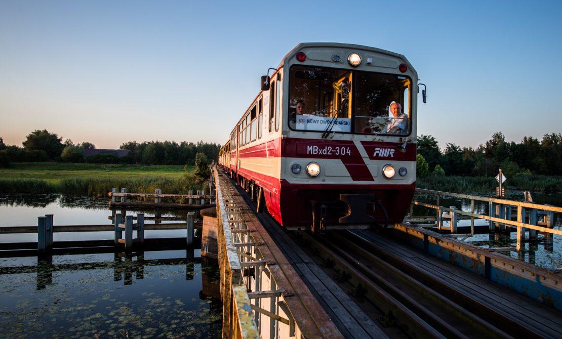 Kolej żuławska - przejazd przez most obrotowy
