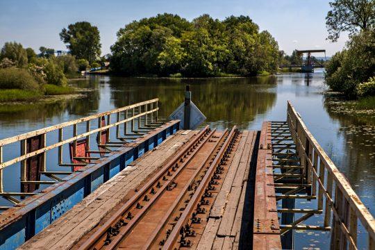 Most kolejowy, fot UM Stegna